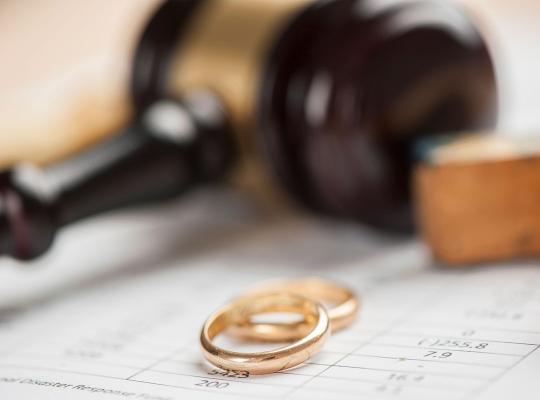 Justitie en trouwringen